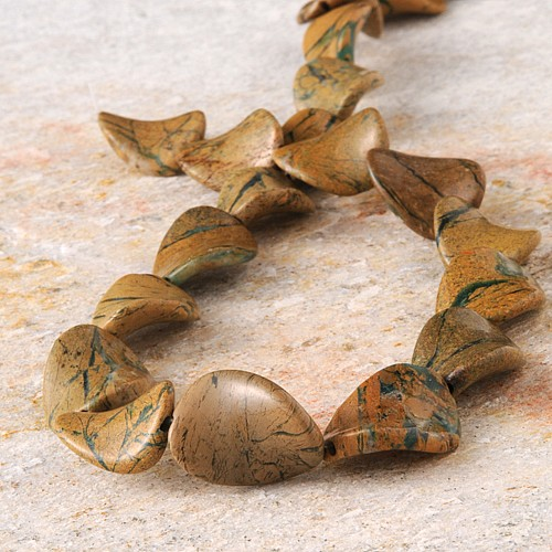 Grüner Opal im Muttergestein Perlen Twist 30/22mm 40cm