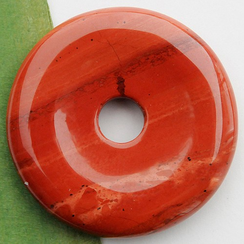 Roter Jaspis Donut Anhänger 40mm