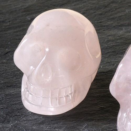 Rosenquarz Edelsteinschädel 30mm Schädel
