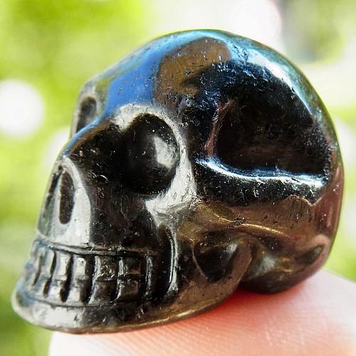 Totenkopf Kristallschaedel Turmalin schwarz klein
