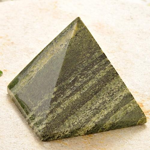 Silberauge Edelstein Pyramide