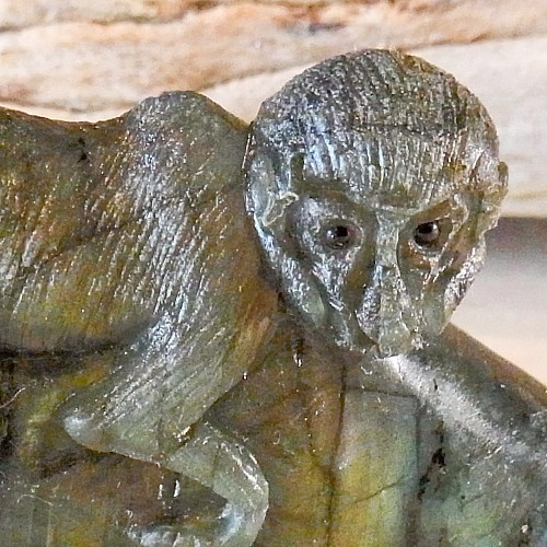 Affe Labradorit Steinfigur