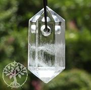Bergkristall-Spitze Doppelte Kristallspitze Natur als Anhaenger 33x16mm