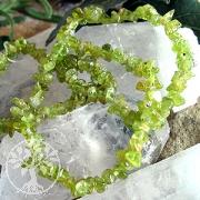 Lebensmut - Peridot Armband mit abgerundeten unregelmässigen Perlen