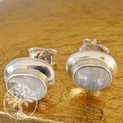 Ohrstecker mit Mondstein in Silber gefasst oval