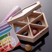 Chakra Set 7-er Edelsteine Box Flache Chakrasteine mit Chakraposter