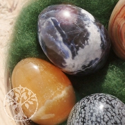 Osterkörbchen mit 5 Edelstein-Eiern