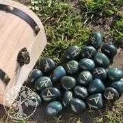 Schriftsteine Heliotrop in Holzbox